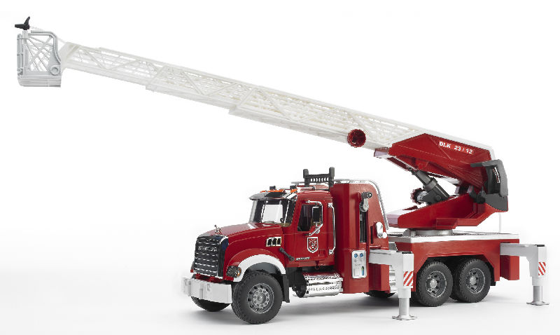 02821 - Bruder MACK Granite Fire Engine