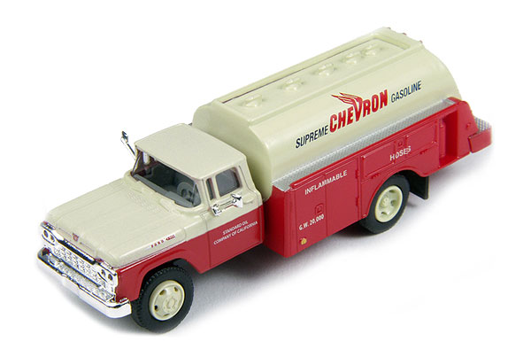 30420 - CMW Chevron Gas 1960 Ford Tank Truck