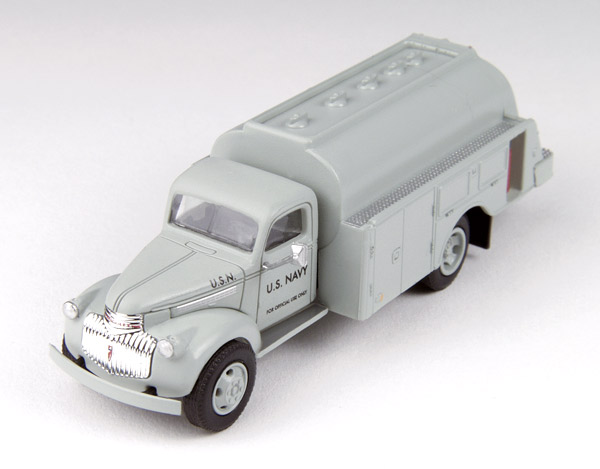 30468 - CMW US Navy 1941_46 Chevrolet Tank Truck Mini