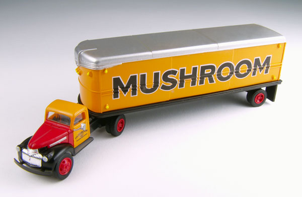 31166 - CMW Mushroom Freight 1941_46 Chevrolet Truck and