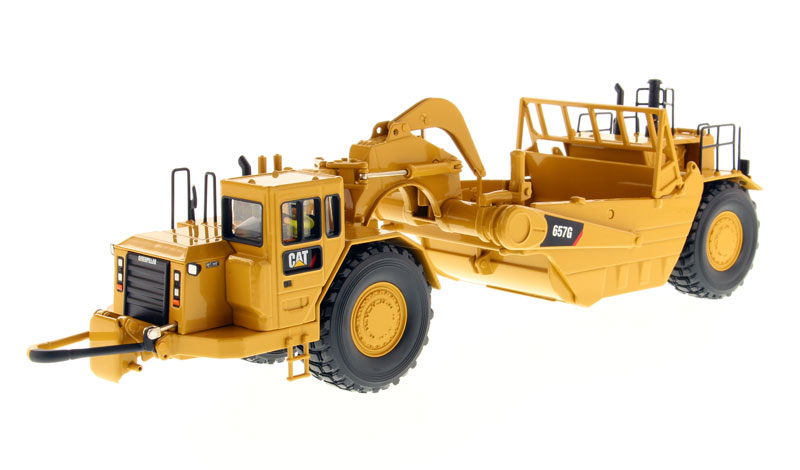 85175 - Diecast Masters Caterpillar 657G Wheel Tractor Scraper High