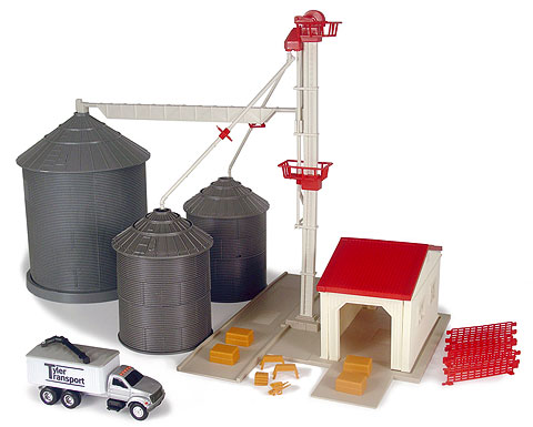 12924 - ERTL Toys Farm Country Grain Feed Set Each