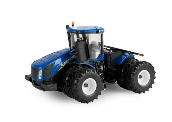 13857 - ERTL New Holland T9700 4WD Tractor