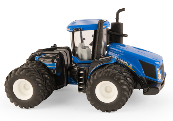 13911 - ERTL Toys New Holland T9700 4WD Tractor