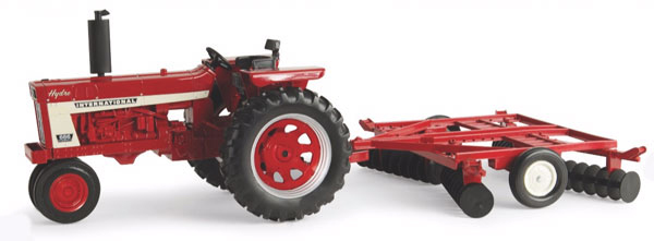 14997 - ERTL International Harvester 666 Tractor