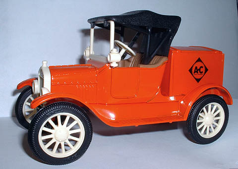 2226 - ERTL Toys Allis Chalmers 1918 Ford Runabout Bank