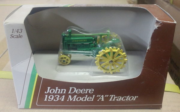 5598 - ERTL Toys John Deere A Tractor Manufactured