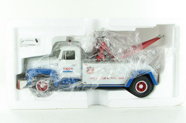 10-1199 - First Gear Exxon Gasoline 1957 IHC Wrecker_Tow Truck