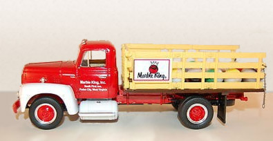 19-1709 - First Gear Marble King 1957 International R 190