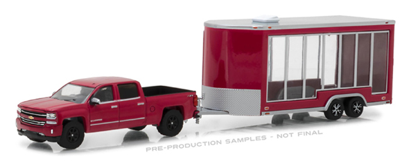 32120-B - Greenlight Diecast 2016 Chevrolet Silverado and Glass Display Trailer