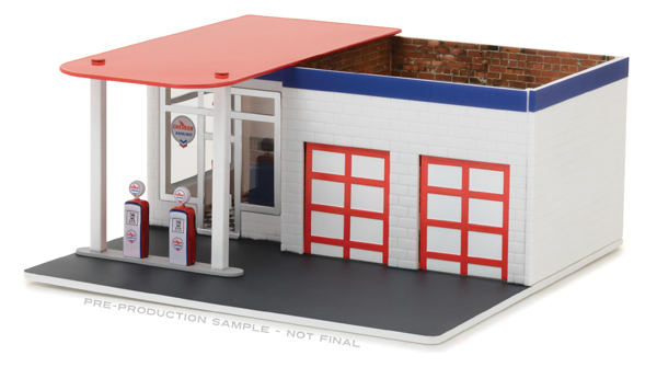 57022 - Greenlight Diecast Chevron Vintage Gas Station Diorama Mechanics Corner