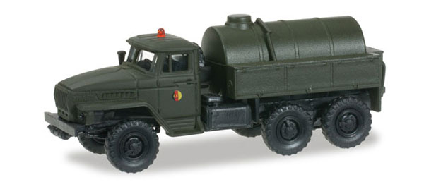 745062 - Herpa Ural Tanker from