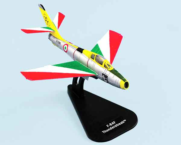 48121 - Italeri F 84F Thunderstreak Getti Tonanti