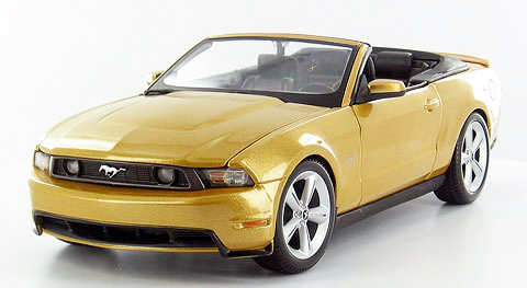 31158GD - Maisto 2010 Ford Mustang GT Convertible