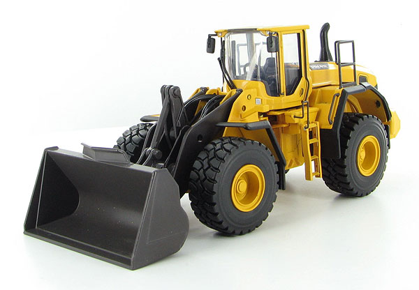 300026 - Motorart Volvo L220G Wheel Loader