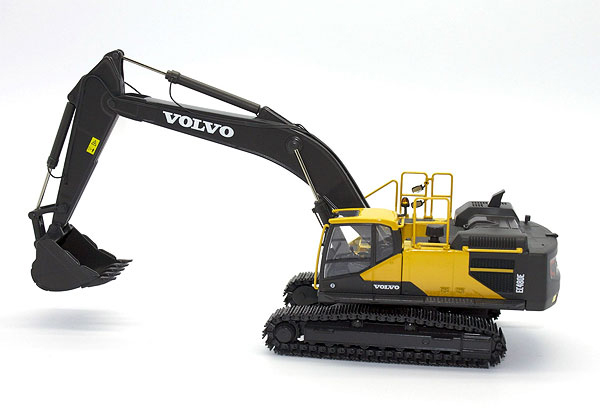 300047-X - Motorart Volvo EC480E Tracked Excavator MODEL IS