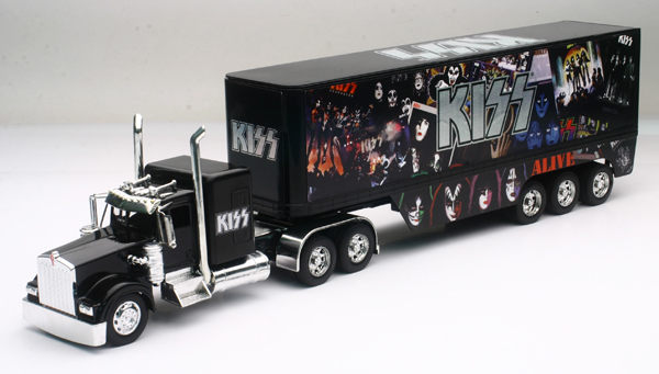 SS-12453 - New-ray KISS Kenworth W900 Sleeper Cab
