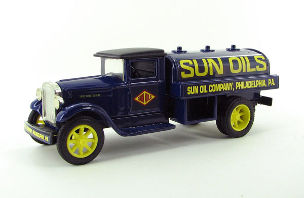 GB-4037 - Scale Models Sun Oils 1931 International Tanker Truck