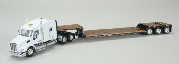 33679 - Spec-cast John Deere Peterbilt 579 Sleeper Cab