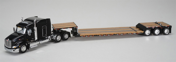 33683 - Spec-cast Gleaner Peterbilt 579 Sleeper Cab