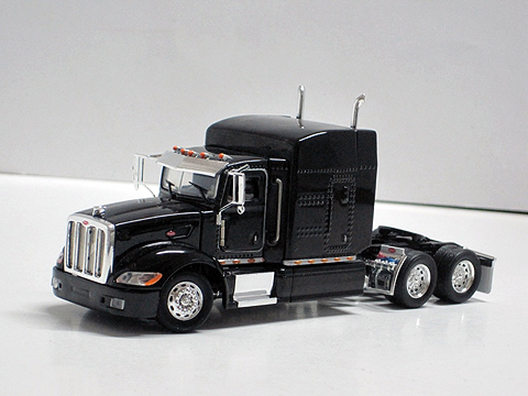 09015402 - Tonkin Replicas Peterbilt 386