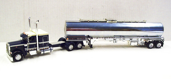167413 - Tonkin Replicas Peterbilt 389