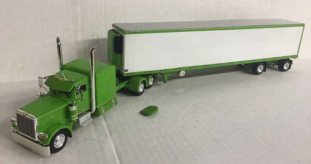600067 - Tonkin Replicas Peterbilt 389