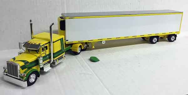 600070 - Tonkin Replicas Peterbilt 389