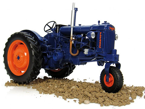 2886 - Universal Hobbies Ford E27N Tricycle Row Crop Tractor