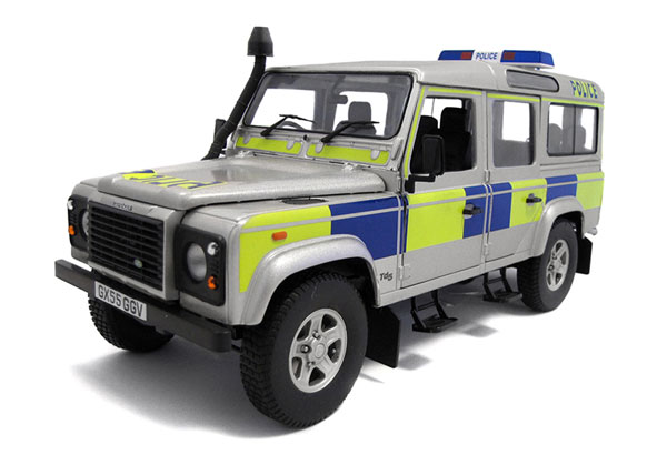 3885 - Universal Hobbies Police Land Rover Defender TD5 110