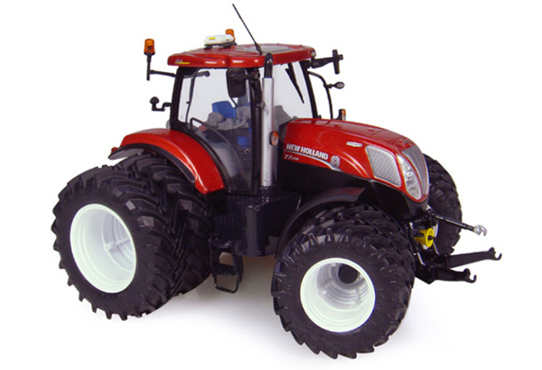 4084 - Universal Hobbies New Holland T7210 Dual Wheel Tractor