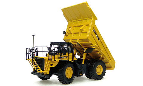 8009 - Universal Hobbies Komatsu HD605 Off Highway Mining Truck