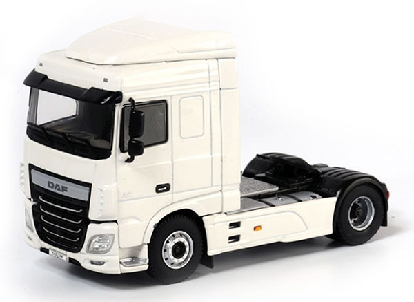 03-1127 - WSI Model DAF XF Space Cab Tractor