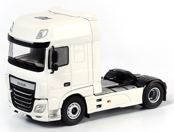 03-1128 - WSI Model DAF XF Super Space Cab Tractor