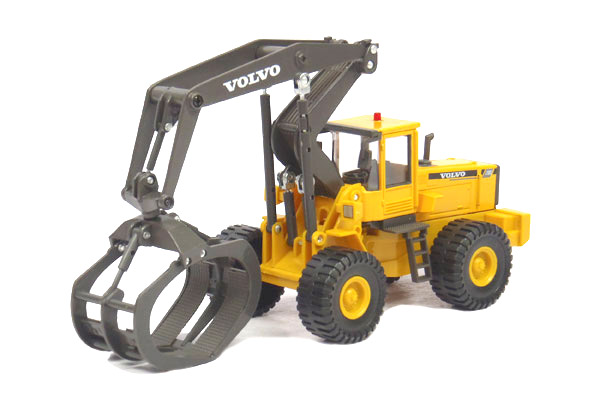 561-001 - Cararama Volvo L180C Log Grapple Made of diecast