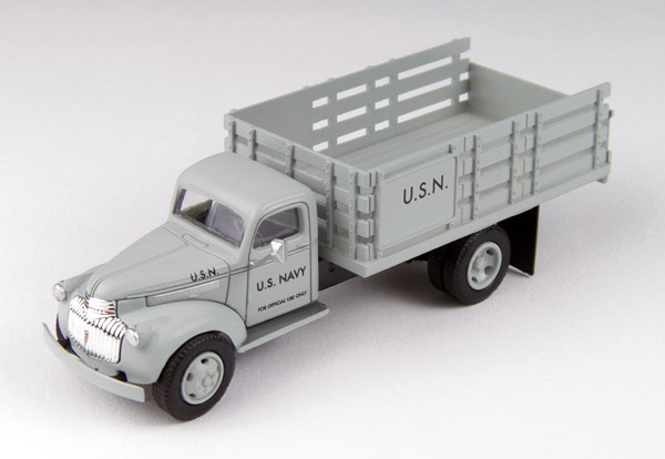 30466 - CMW US Navy 1941_46 Chevrolet Stake Bed Truck