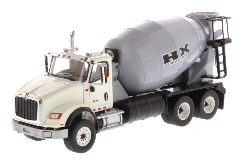 71014 - Diecast Masters International HX615 Concrete Mixer