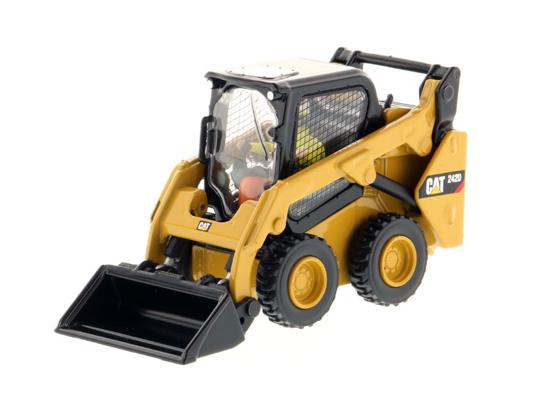 85525 - Diecast Masters Caterpillar 242D Compact Skid Steer Loader High