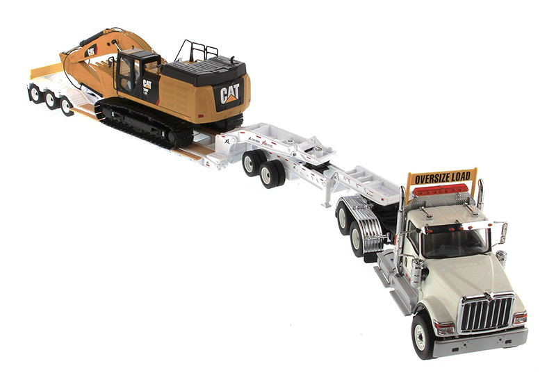 85600 - Diecast Masters International HX520 Tandem Day Cab Tractor