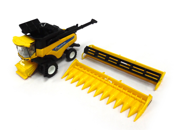 13870 - ERTL Toys New Holland CR890 Combine