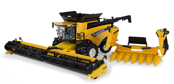 13874 - ERTL Toys New Holland CR890 Combine Prestige Collection
