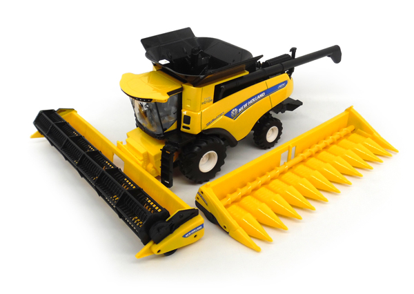 13898 - ERTL Toys New Holland CR890 Combine