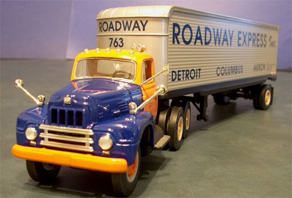 19-2613 - First Gear Replicas Roadway Express 1959 International RF200