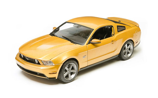 12870 - Greenlight Diecast 2010 Ford Mustang GT