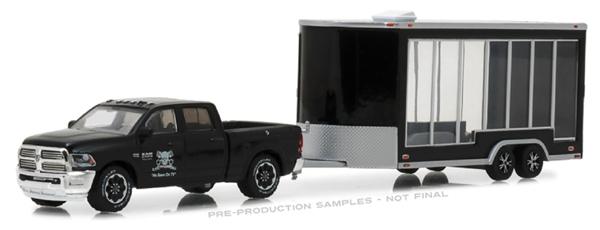 32130-D - Greenlight Diecast 2016 Ram 2500 and Glass Display Trailer