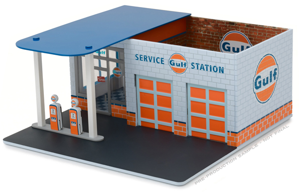 57012 - Greenlight Diecast Gulf Oil Vintage Gas Station Diorama Mechanics
