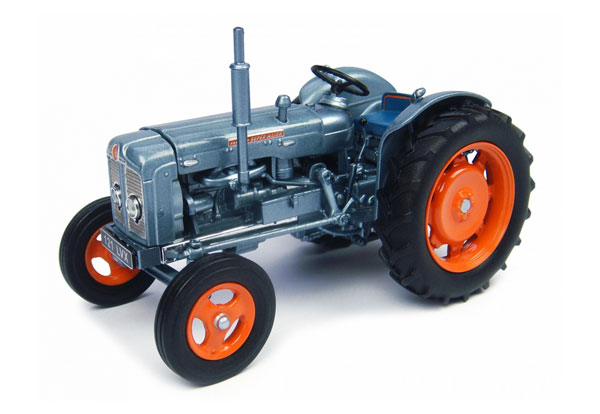 4882 - Universal Hobbies Ford Super Major Tractor Launch Edition