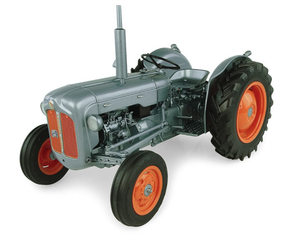 5315 - Universal Hobbies Fordson Dexta 60th Anniversary Launch Edition Tractor