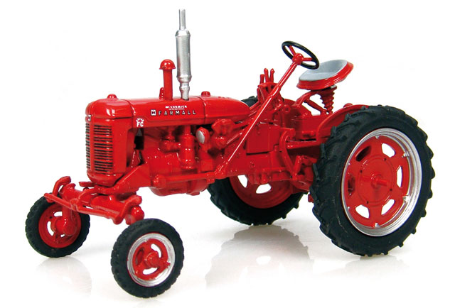 6082 - Universal Hobbies International Harvester McCormick Farmall Super FC Tractor