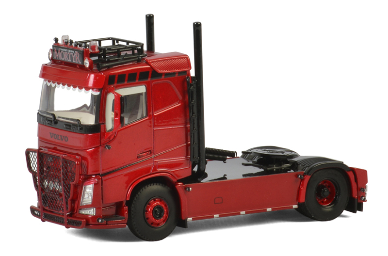 01-2588 - WSI Model Mortyr Volvo FH4 Sleeper Tractor Cab Only